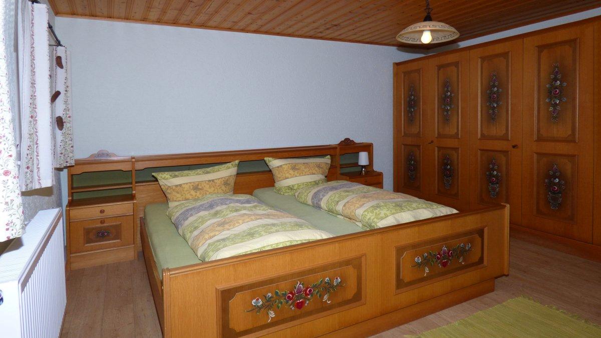 schmidbauer-ferienhaus-bayerischer-wald-schlafzimmer-10-personen