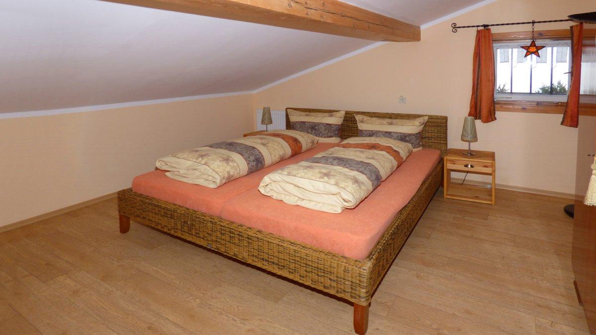 schmidbauer-gruppenhaus-deutschland-schlafzimmer-doppelbetten