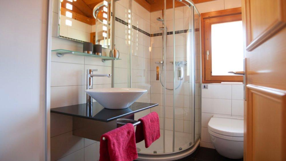 hp-touristik-ferienanlage-stamsried-oberpfalz-blockhaus-badezimmer