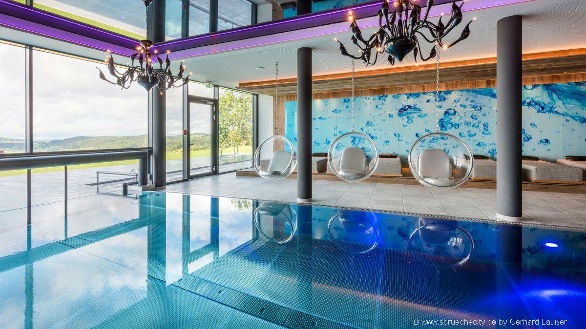 niederbayern-wellnesshotel-schwimmbad-tageswellness