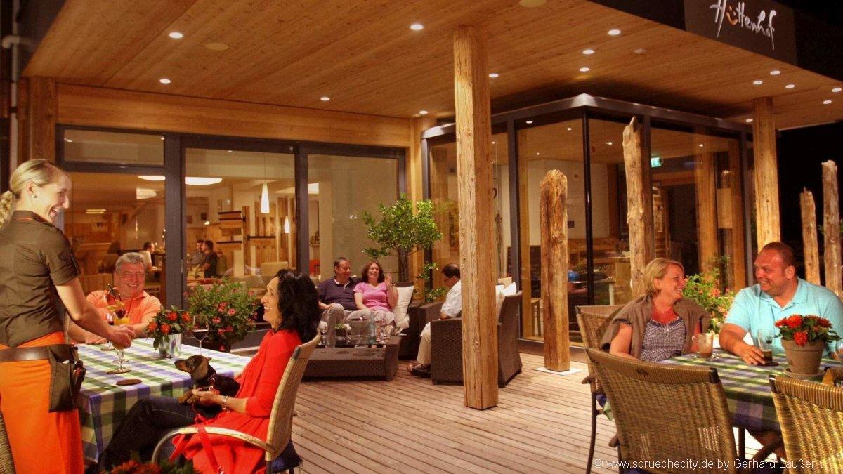 hüttenhof-wellnesshotel-bayerischer-wald-restaurant-terrasse