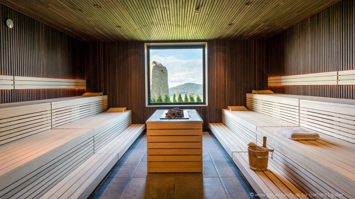 hüttenhof-wellnesshotel-bayerischer-wald-romantikwochenende-sauna