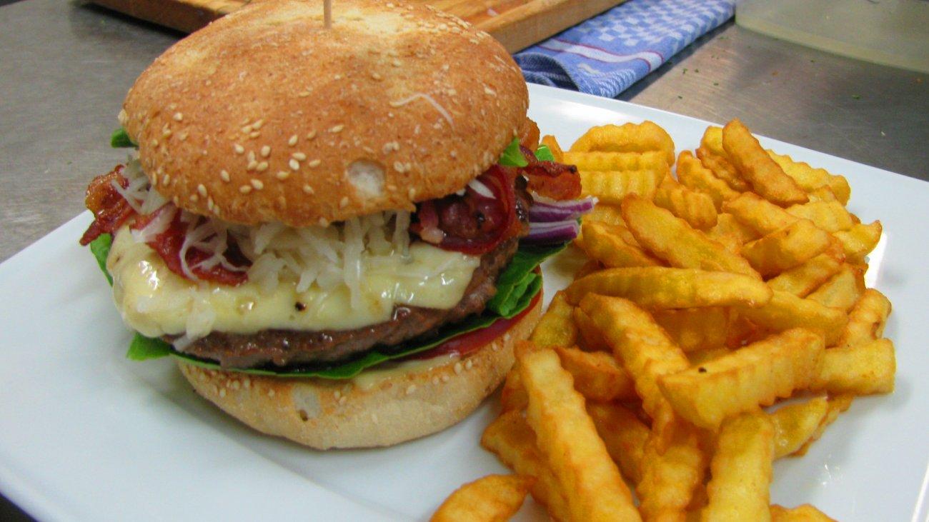 kraus-achslach-ausflugslokal-bayerischer-wald-essen-burger