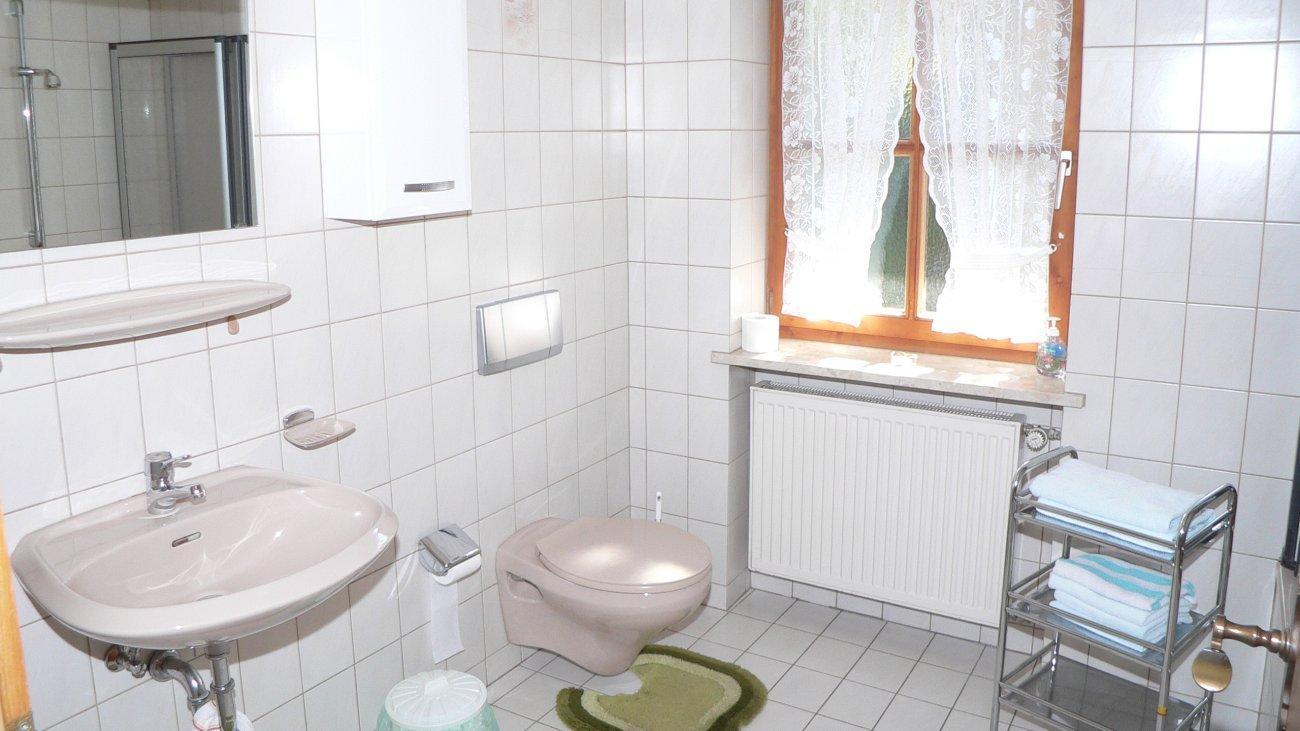 kraus-gasthof-pension-ferienwohnung-bayern-badezimmer