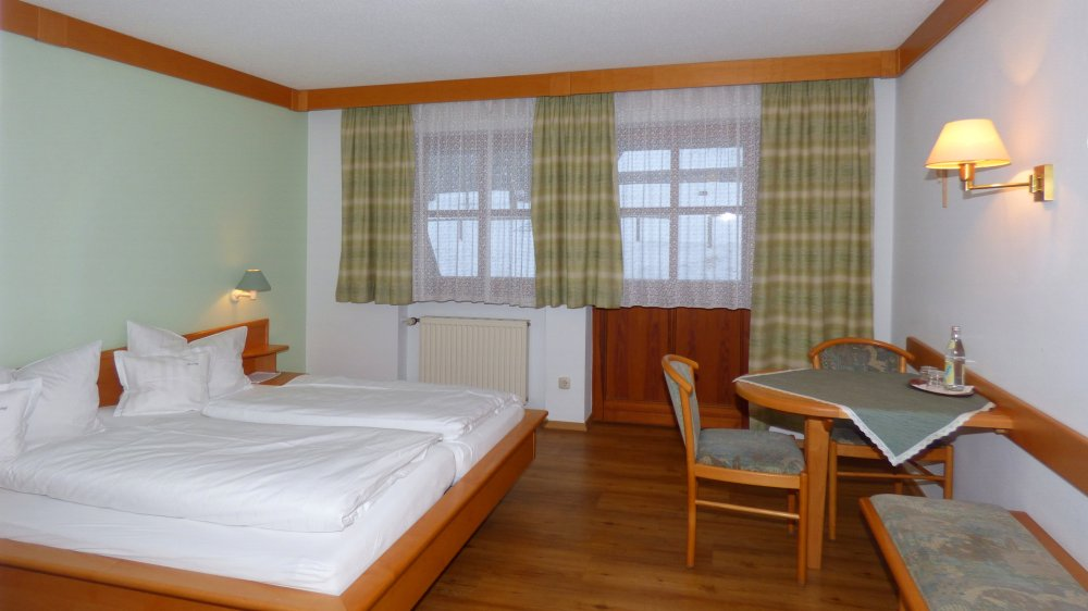 lindenhof-hetzenbach-landhotel-regensburg-zimmer-frühstück