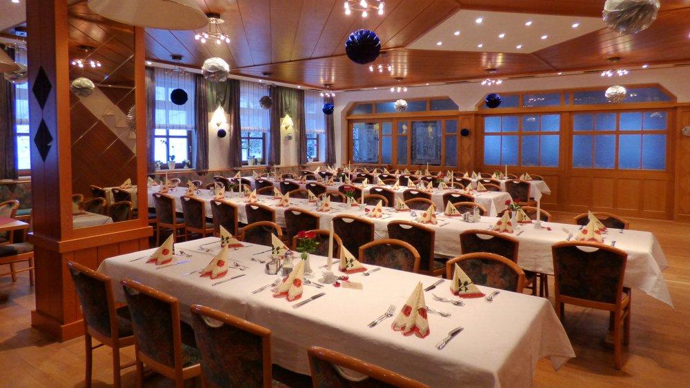 lindenhof-hochzeitshotel-saal-familienfeier-cham-regensburg