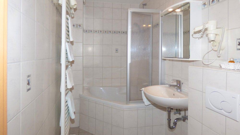 lindenhof-oberpfalz-hotel-appartement-regensburg-badezimmer