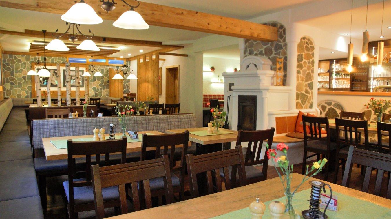 neuhof-landhotel-niederbayern-restaurant-essen-kaminofen