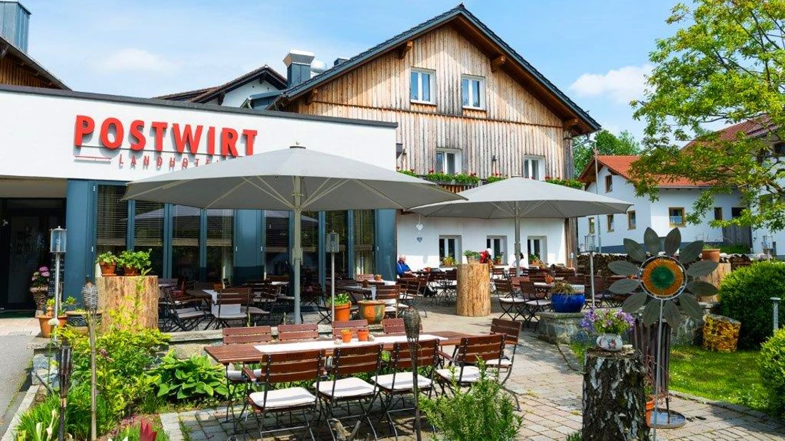 postwirt-3-sterne-landhotel-grafenau-biergarten-bayerischer-wald