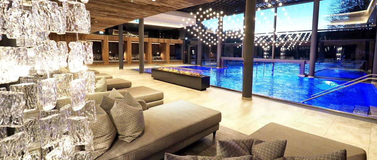 reischlhof-4-sterne-bayerischer-wellnesshotel-schwimmbad