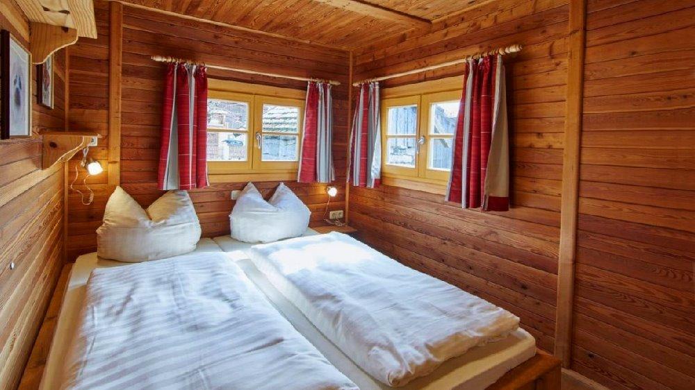 schanzer-blockhaus-am-see-schlafzimmer-bayerischer-wald