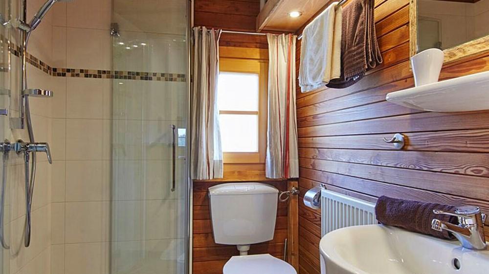schanzer-blockhaus-see-bayerischer-wald-badezimmer