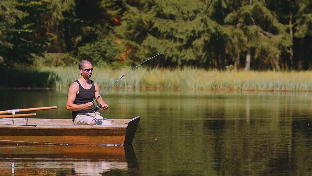 schanzer-blockhütte-am-see-bayerischer-wald-angeln-bootfahren