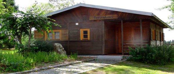 schanzer-reiterhof-angelweiher-blockhaus-am-see-bayerischer-wald