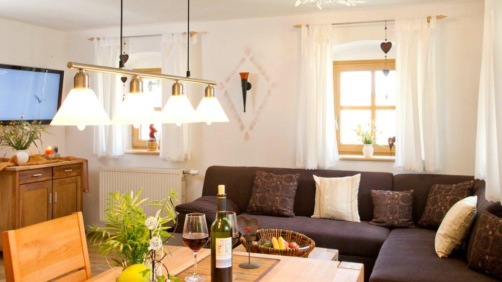 schanzer-reiterhof-gruppenhaus-see-dreilaendereck-bayerischer-wald-couch