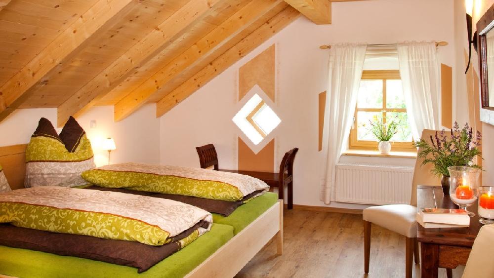 urlaub mit reiten angeln in deutschland reiterhof mit angelteich in bayern. Black Bedroom Furniture Sets. Home Design Ideas