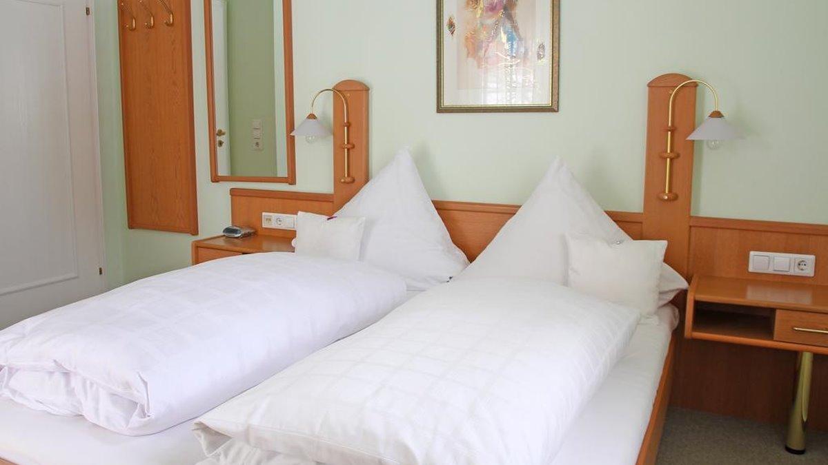 seehof-freudensee-hotel-pension-bayerischer-wald-zimmer-frühstück