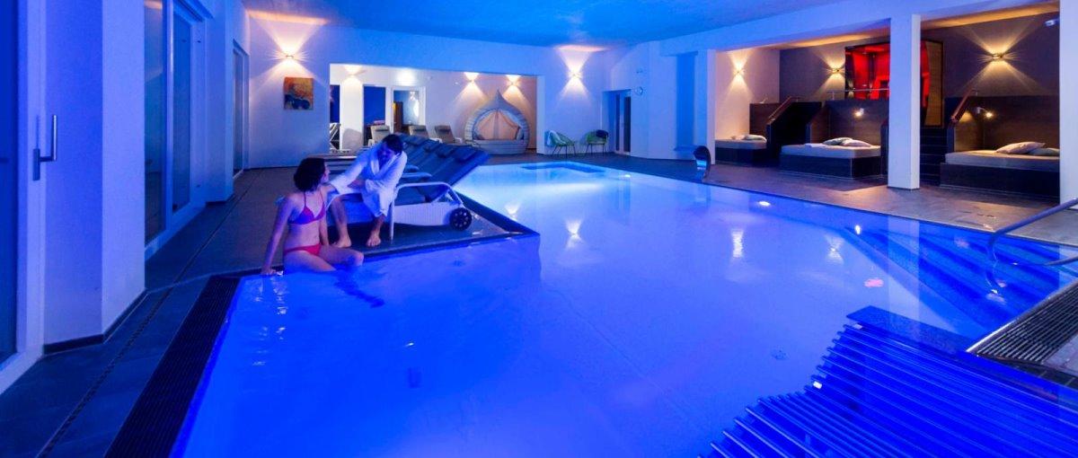 thula-deggendorf-wellnesshotel-niederbayern-schwimmbad-hallenbad