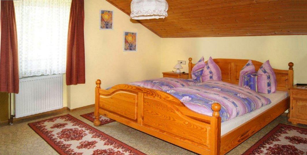 wagner-falkenstein-bauernhof-ferienwohnungen-oberpfalz-schlafzimmer