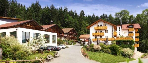 waldschlössl-wellnesshotel-cham-sporthotel-oberpfalz-ansicht
