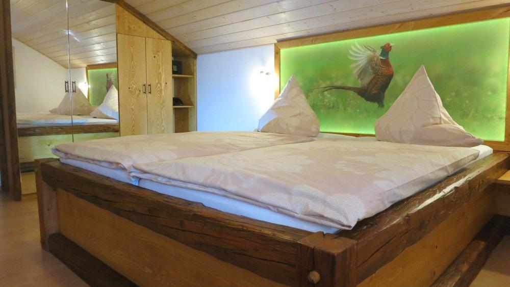 wieshof-ferienwohnungen-bayerischer-wald-biobauernhof-schlafzimmer