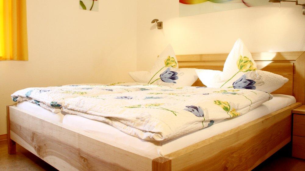 wieshof-landkreis-regen-ferienwohnungen-niederbayern-schlafzimmer